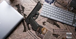 desk-newspaper-headlines-gun-770x400